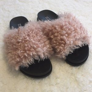 Cape Robbin Pink Faux Furry Sandals 9